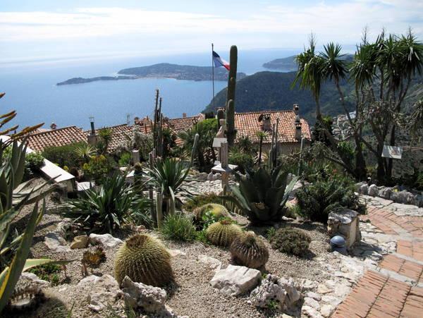 Eze exotic garden by Tangopaso (Public Domain)