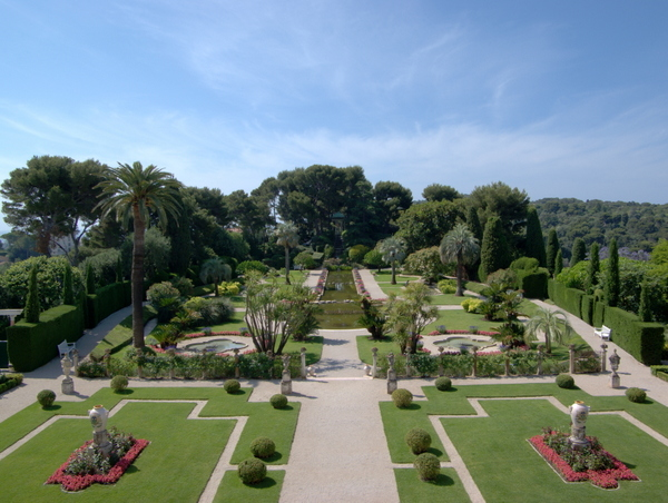 Gardens of Villa Ephrussi de Rothschild © Berthold Werner - licence [CC BY-SA 3.0] from Wikimedia Commons