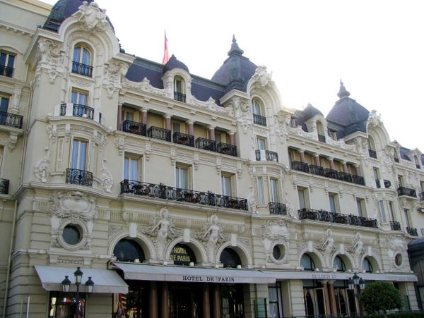 Hotel de Paris © Testus - licence [CC BY-SA 3.0] from Wikimedia Commons