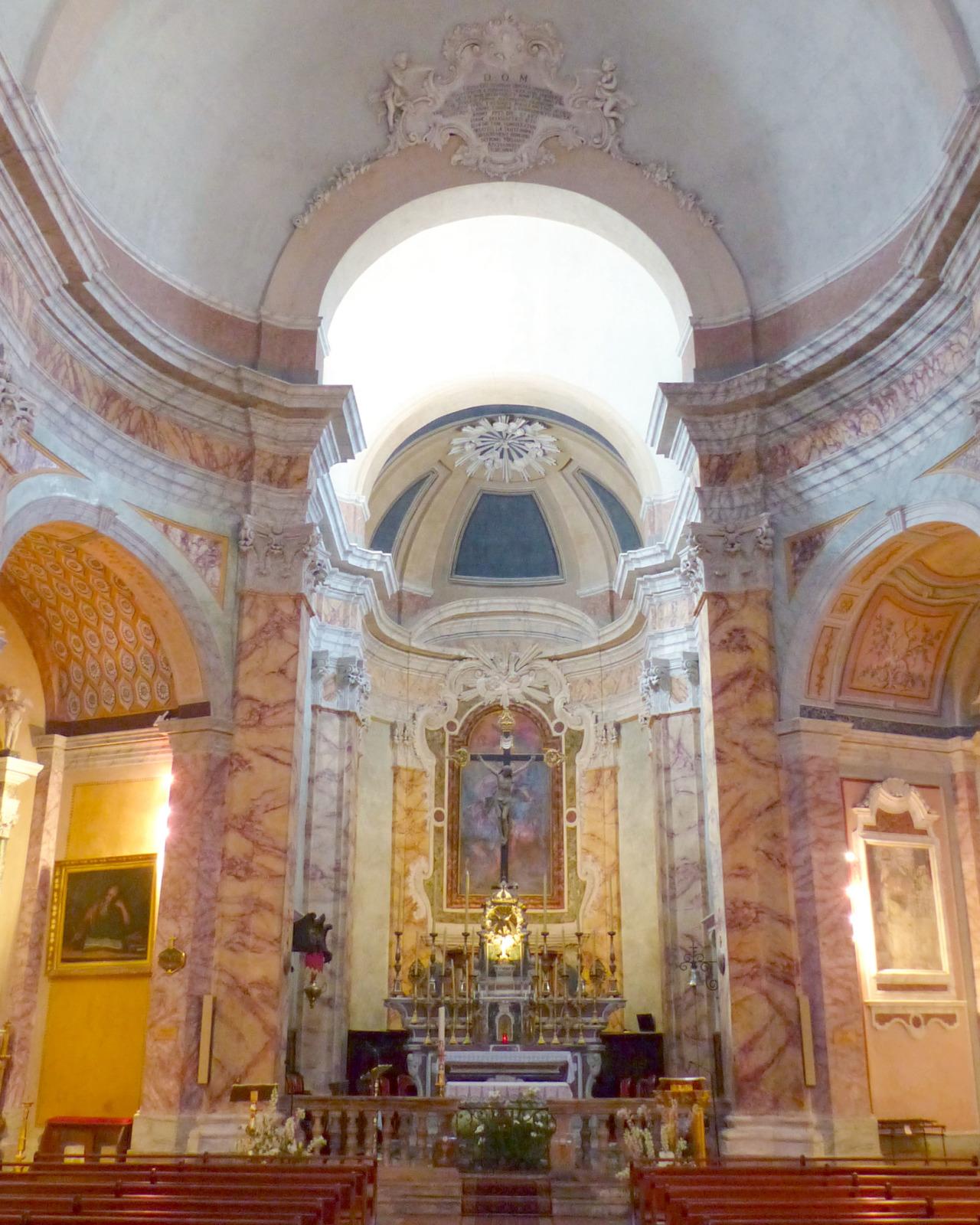 Inside the Saint Michel church of La Turbie © Finoskov - licence [CC BY-SA 4.0] from Wikimedia Commons