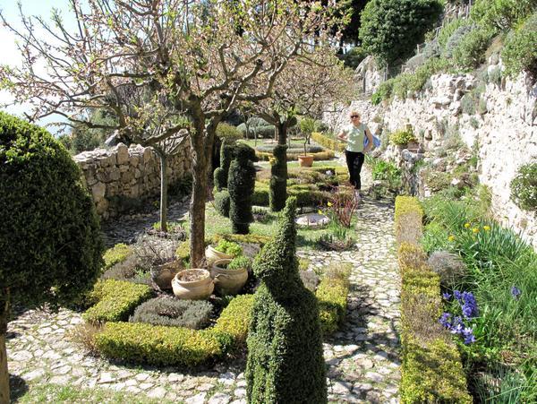 Medieval garden of Sainte-Agnes by Tangopaso (Public Domain)