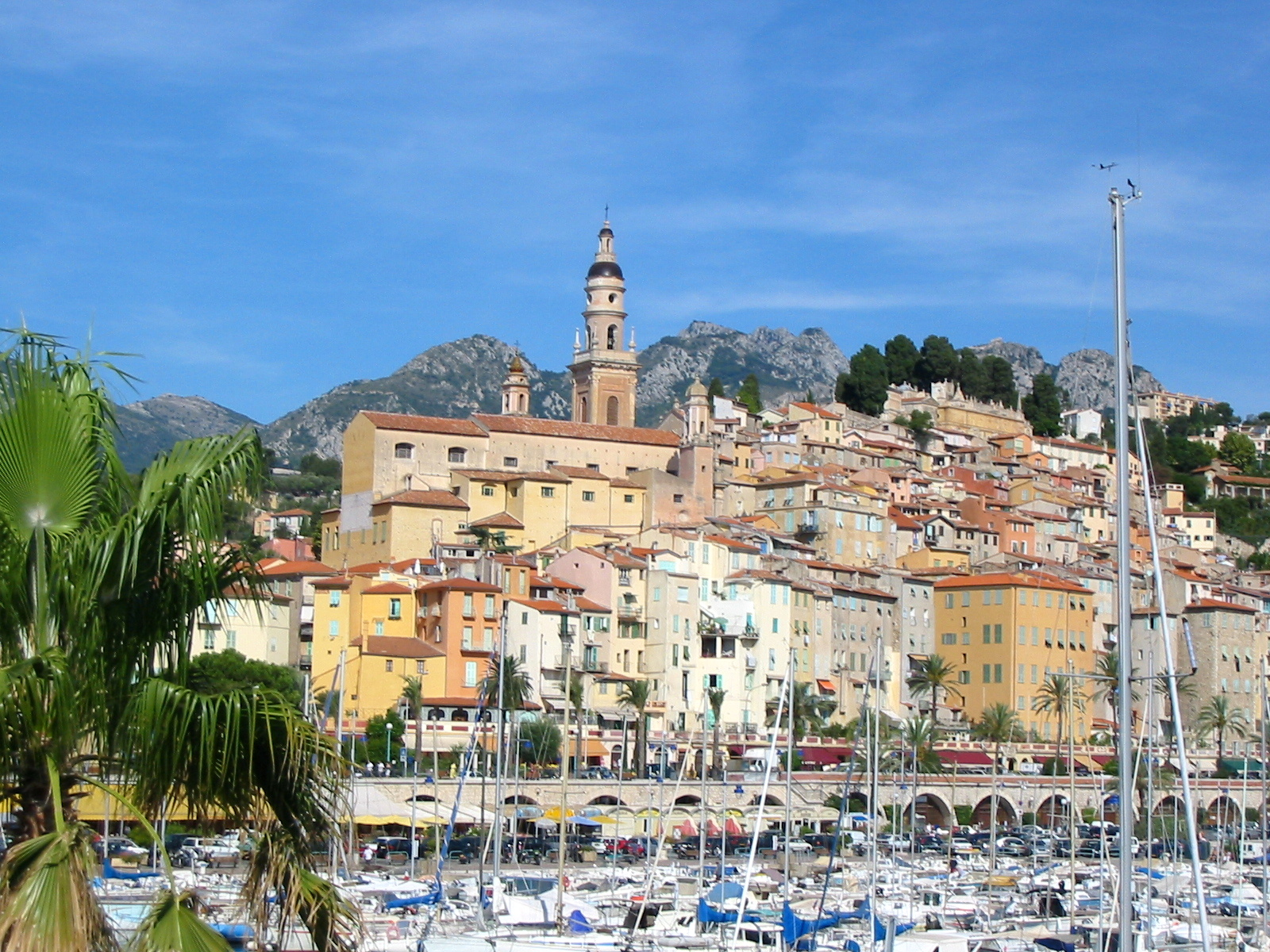 Menton © Vinbaron - licence [CC BY-SA 3.0] from Wikimedia Commons