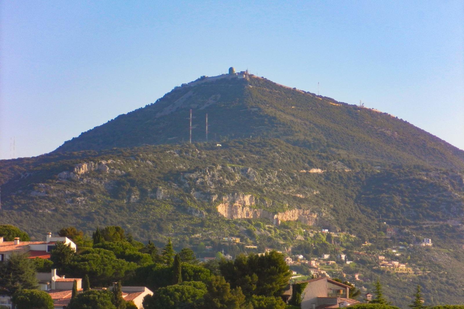 Mont Agel from La Turbie. Photo: Andre86 (Public Domain)