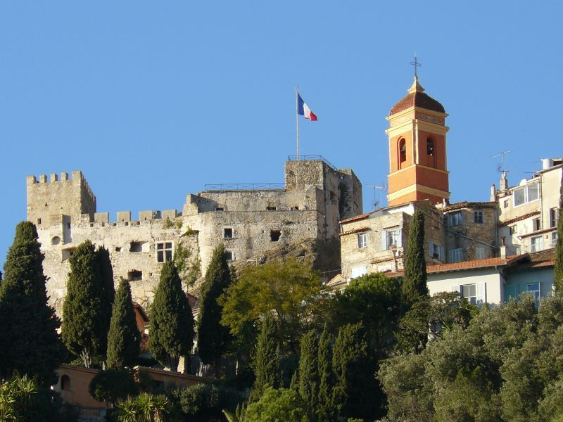 Roquebrune © Guy Lebègue - licence [CC BY-SA 3.0] from Wikimedia Commons