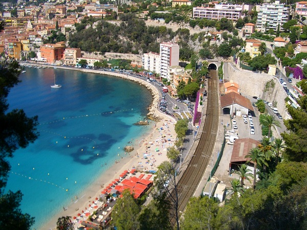 The Corniche inférieure at Villefranche-sur-Mer © Vmenkov - licence [CC BY-SA 3.0] from Wikimedia Commons