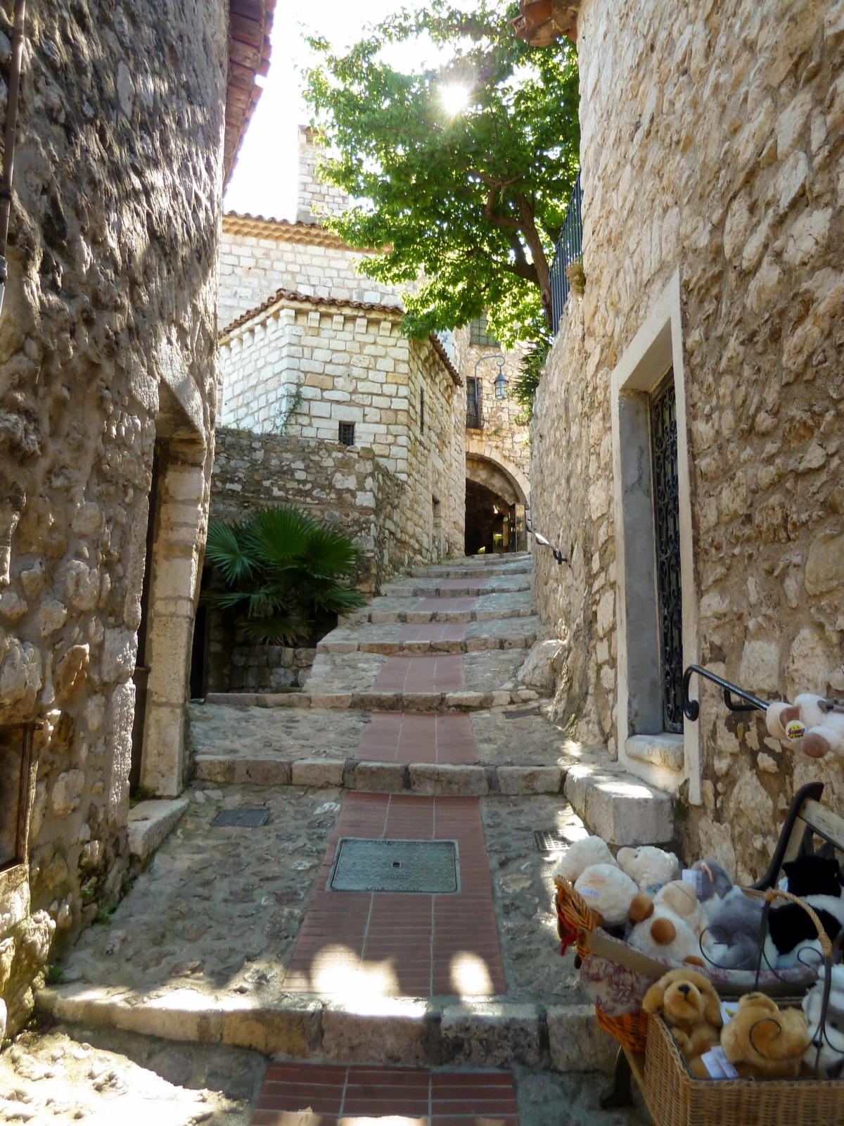 An old street in Eze © Abxbay - licence [CC BY-SA 3.0] from Wikimedia Commons