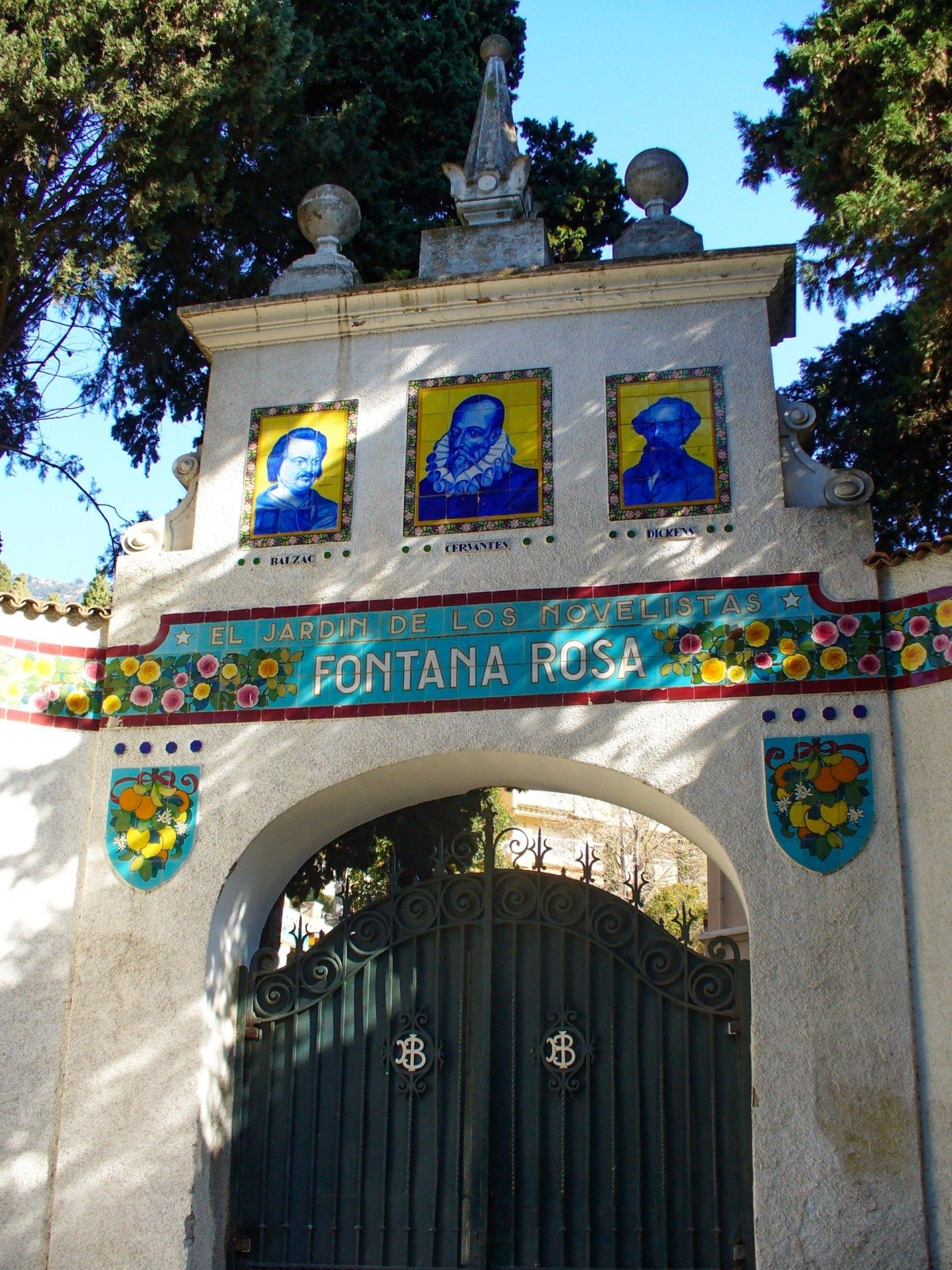 Entrance to the Fontana Rosa Gardens (author unknown) - licence [CC BY-SA 3.0] from Wikimedia Commons