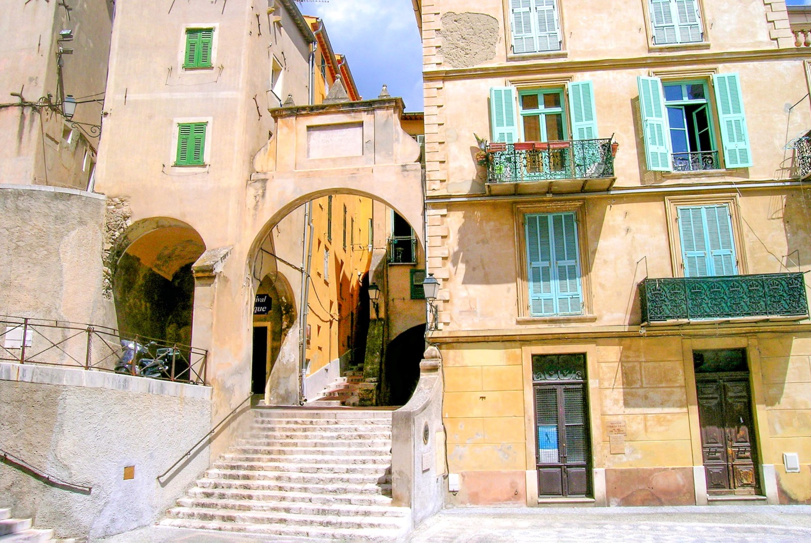 The entrance to the old town of Menton © Luca Galli - licence [CC BY 2.0] from Wikimedia Commons