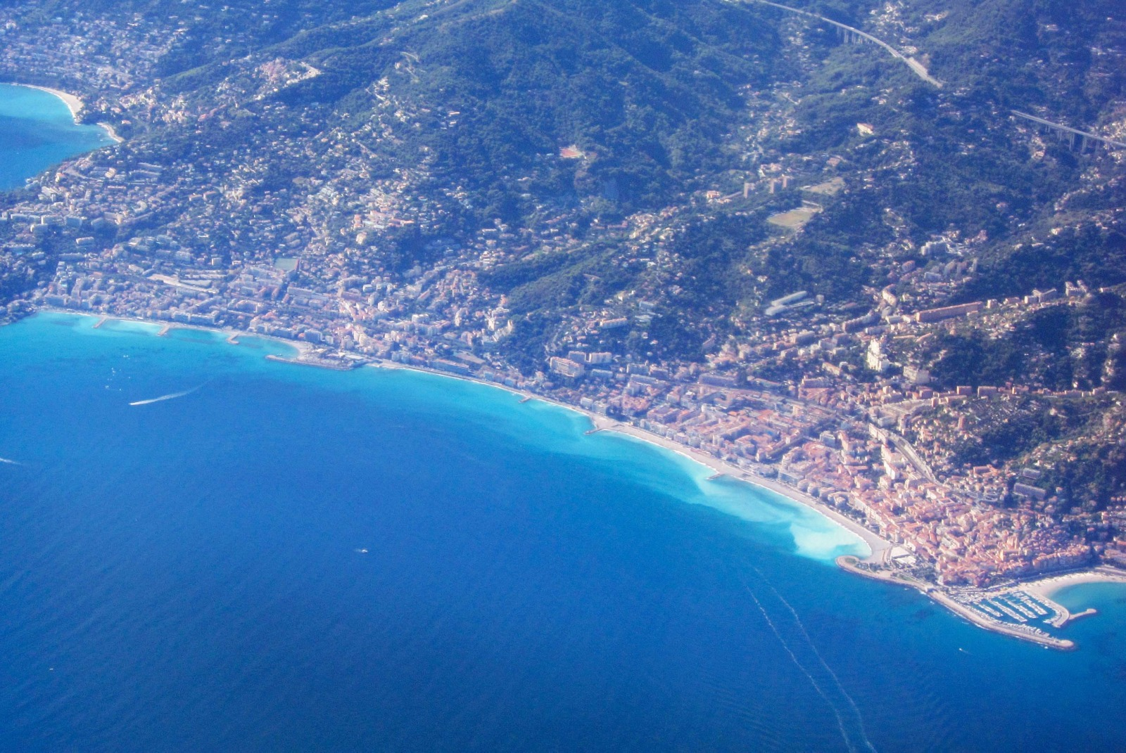 Menton from above © Olivier Cleynen - licence [CC BY 4.0] from Wikimedia Commons