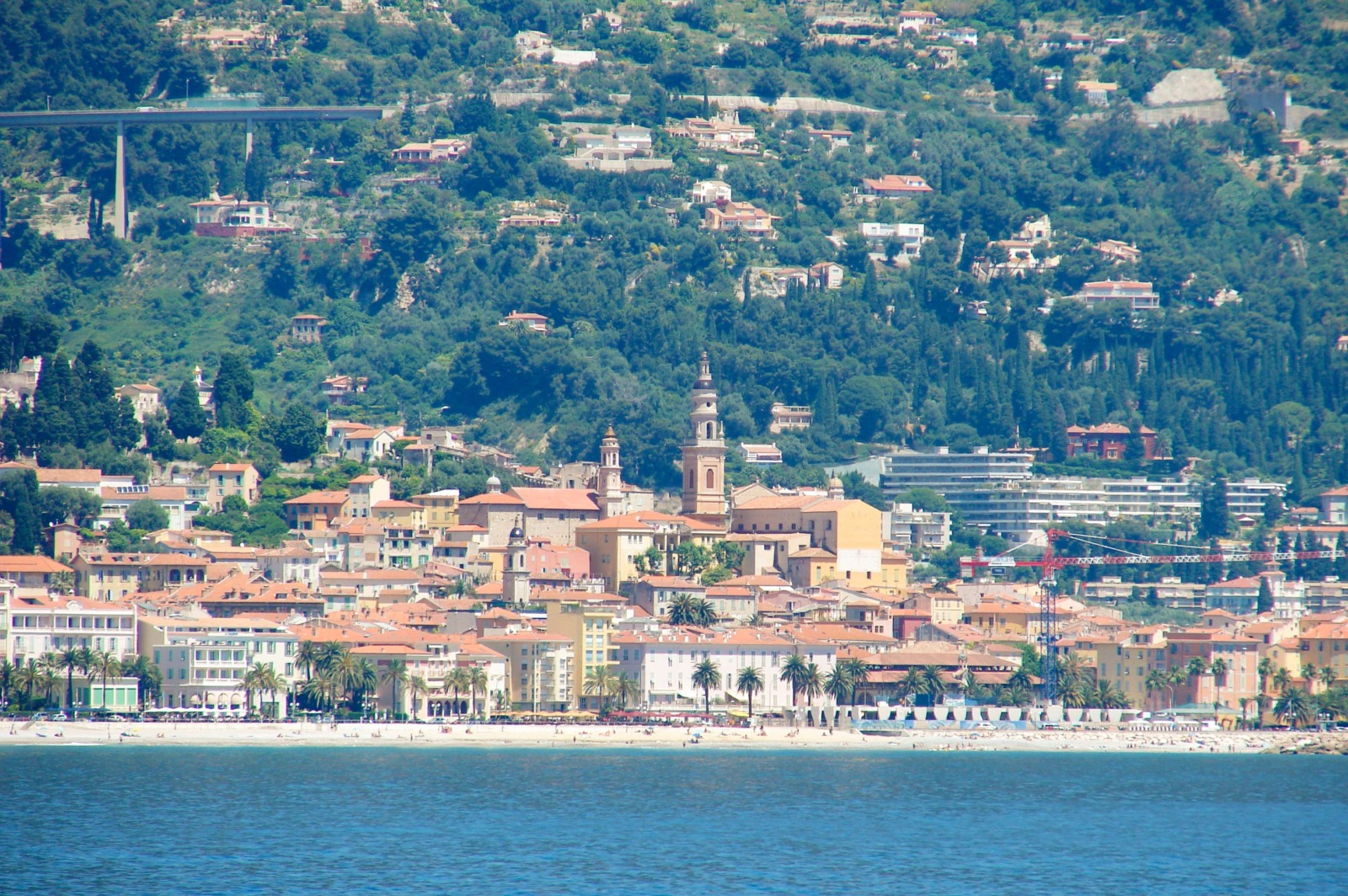 Menton old town from Cap Martin © avu-edm - licence [CC BY 3.0] from Wikimedia Commons