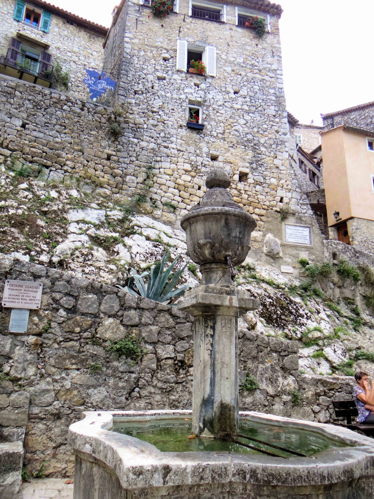 Peillon - The fountain dating from 1800 © MOSSOT - licence [CC BY-SA 3.0] from Wikimedia Commons