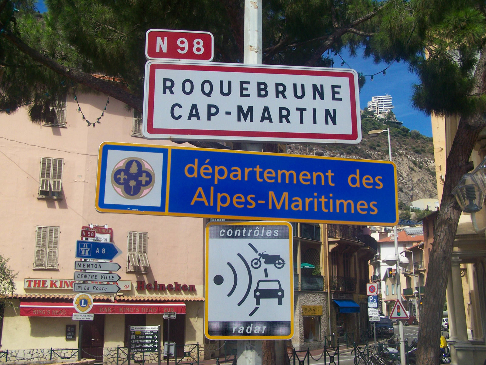 Roquebrune Cap Martin © Florian Pépellin - licence [CC BY-SA 2.5] from Wikimedia Commons