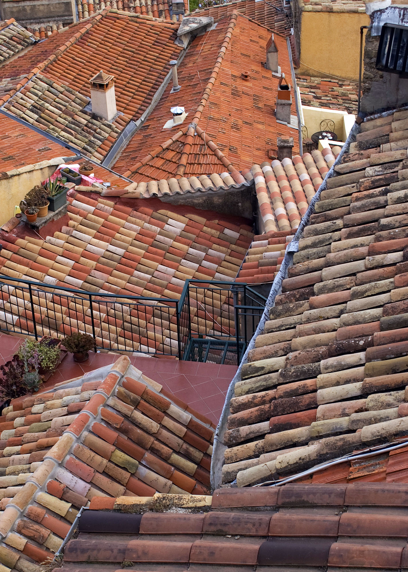 The roofs, perched village of Roquebrune © Javier B - licence [CC BY 3.0] from Wikimedia Commons