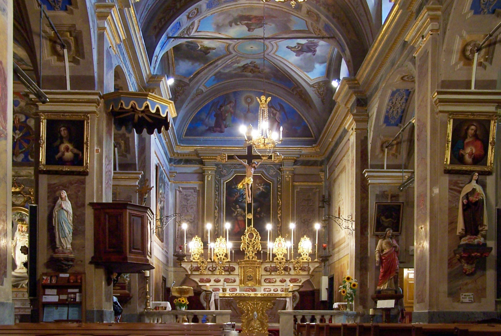 Inside Sainte Marguerite Church © Unknown Author - licence [CC BY-SA 3.0] from Wikimedia Commons