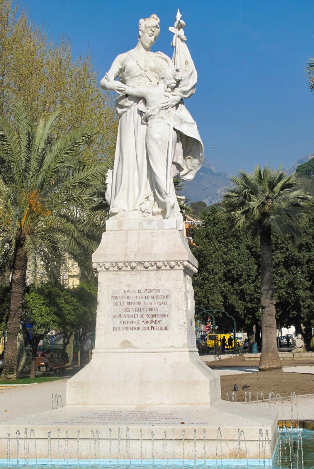 Statue of the union of Menton with France. Photo: Tangopaso (Public Domain)