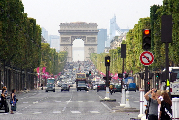 At the Champs-Elysées © French Moments