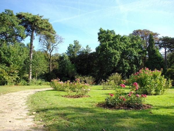 Landscape rose garden, Parc de Bagatelle © French Moments