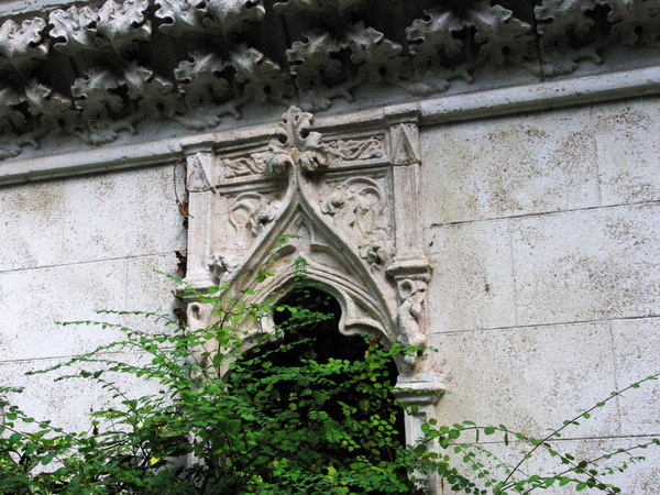 Ruins of the Longchamp Abbey © French Moments
