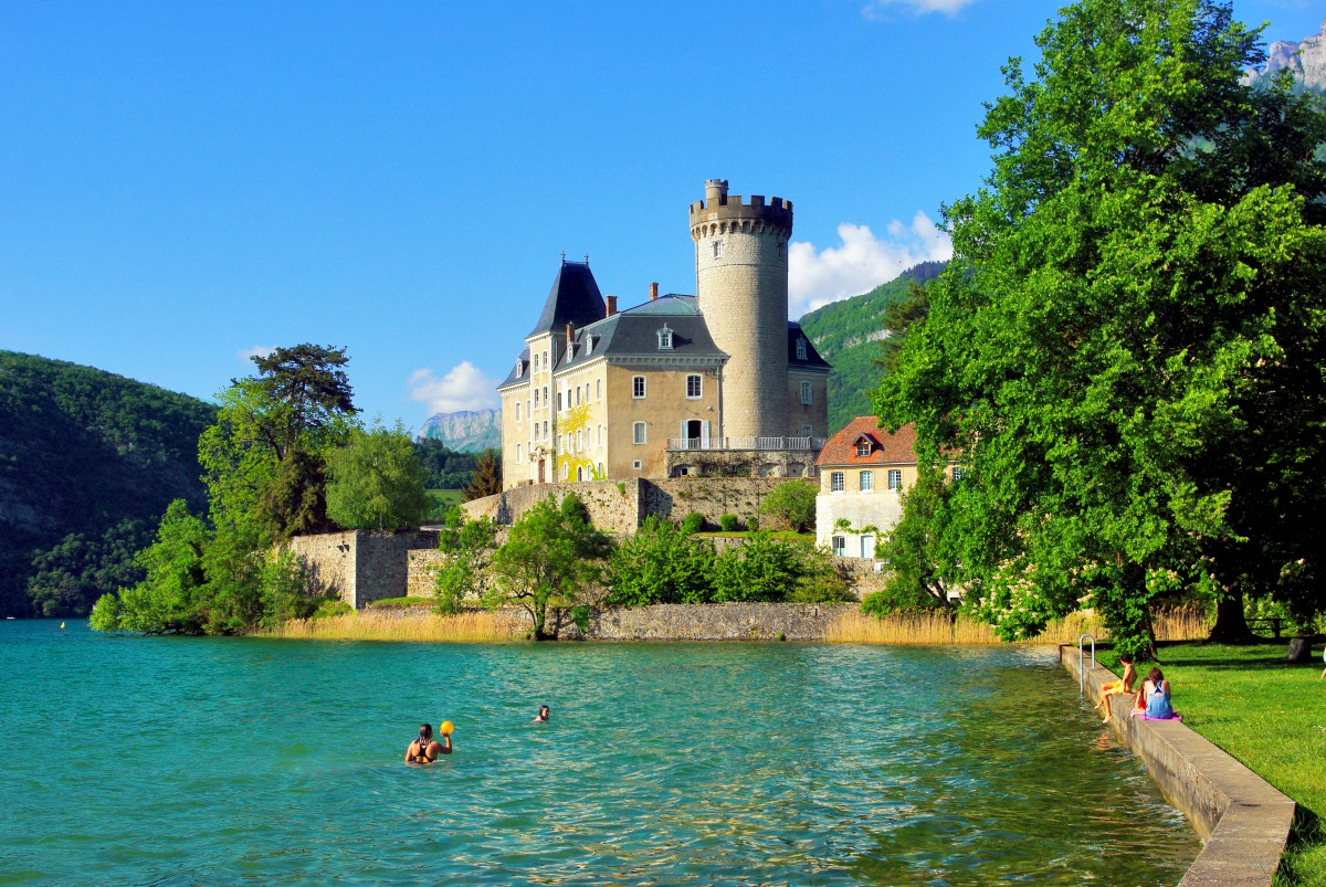 Duingt Castle in May © French Moments