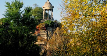 Gloriette in Buttes Chaumont Paris © French Moments