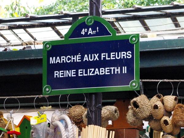Queen Elizabeth II in France - Flower Market © French Moments