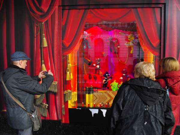 Christmas Windows of Galeries Lafayette © French Moments