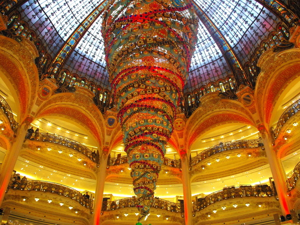 The Galeries Lafayette's Upside down Christmas tree © French Moments