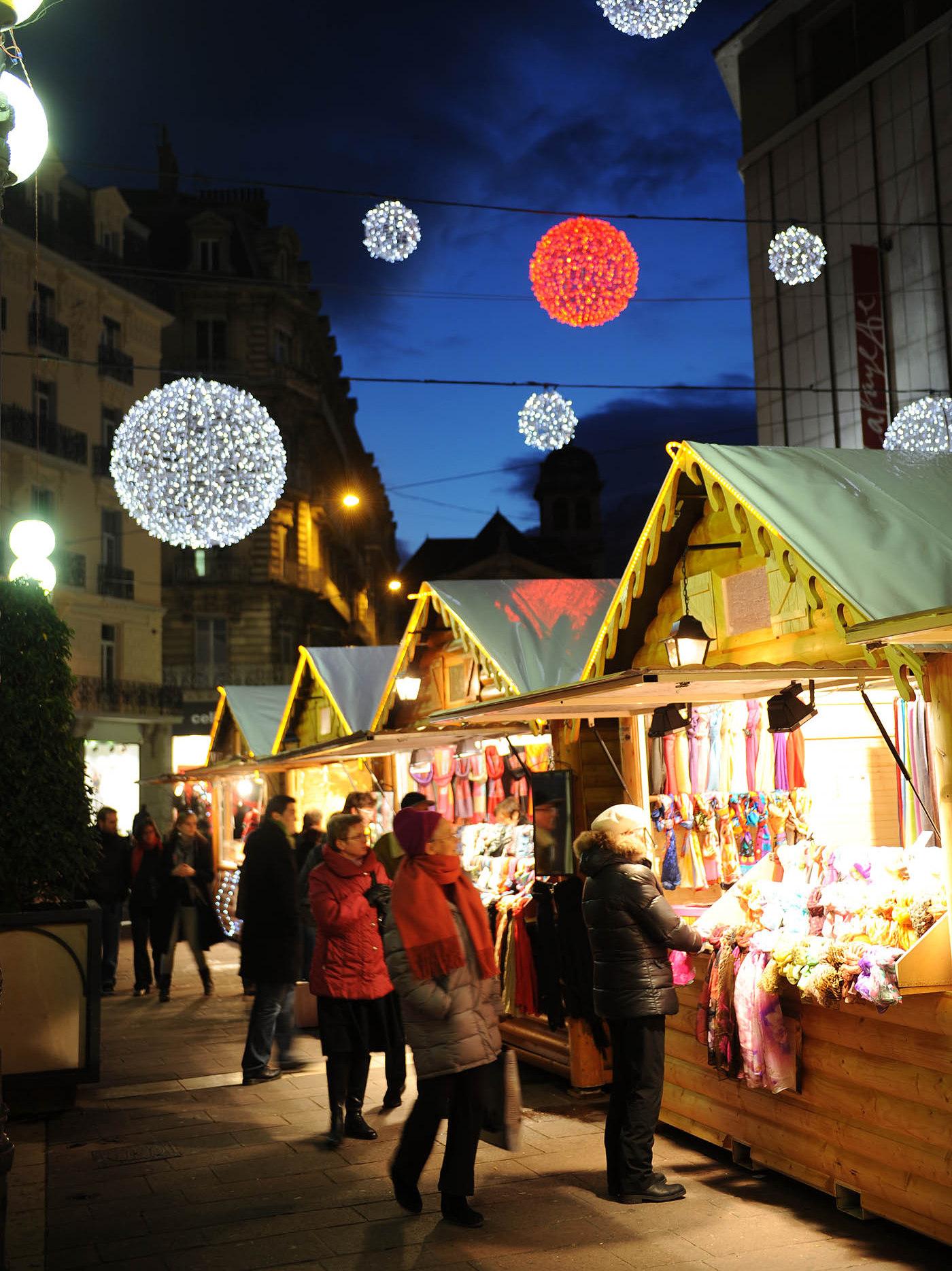 Grenoble Christmas Market -  Place Grenette © JM Francillon - Ville de Grenoble