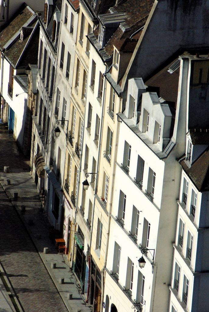 View of rue Saint-Julien-le-Pauvre, Paris © French Moments