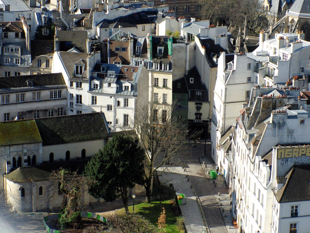 View of rue Saint-Julien le Pauvre, Paris © French Moments