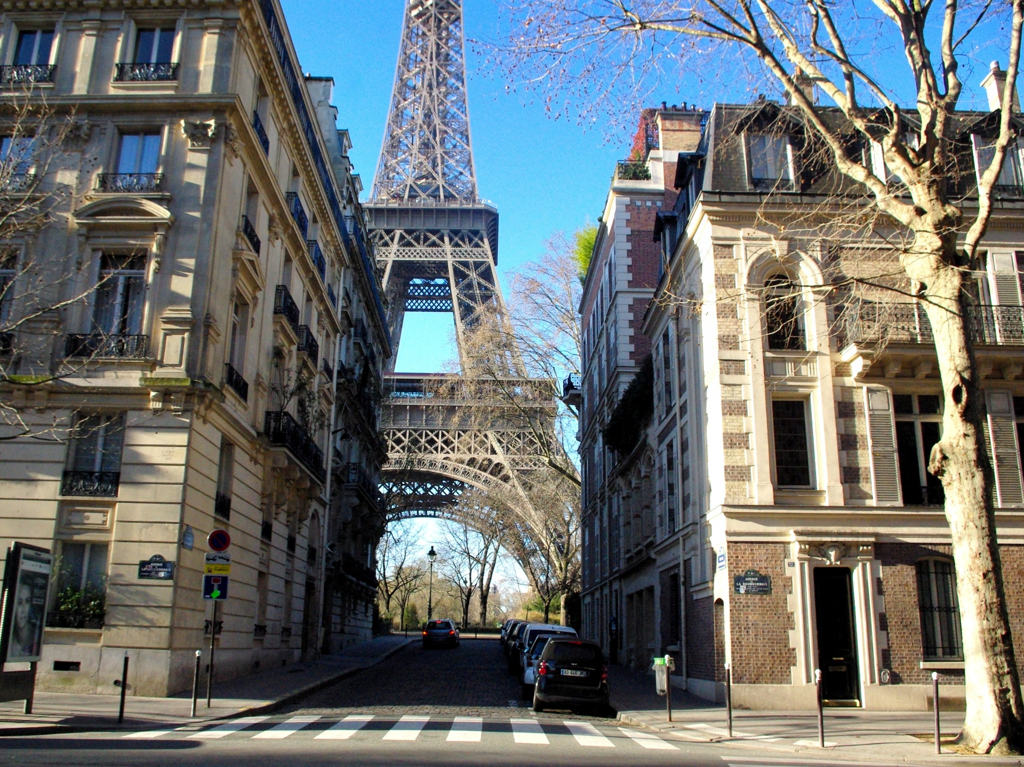 Walking from the Eiffel Tower to the Louvre © French Moments