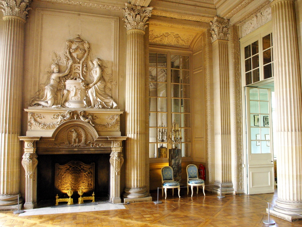 Chateau maisons laffitte interior 19 copyright french for Dicor maison france