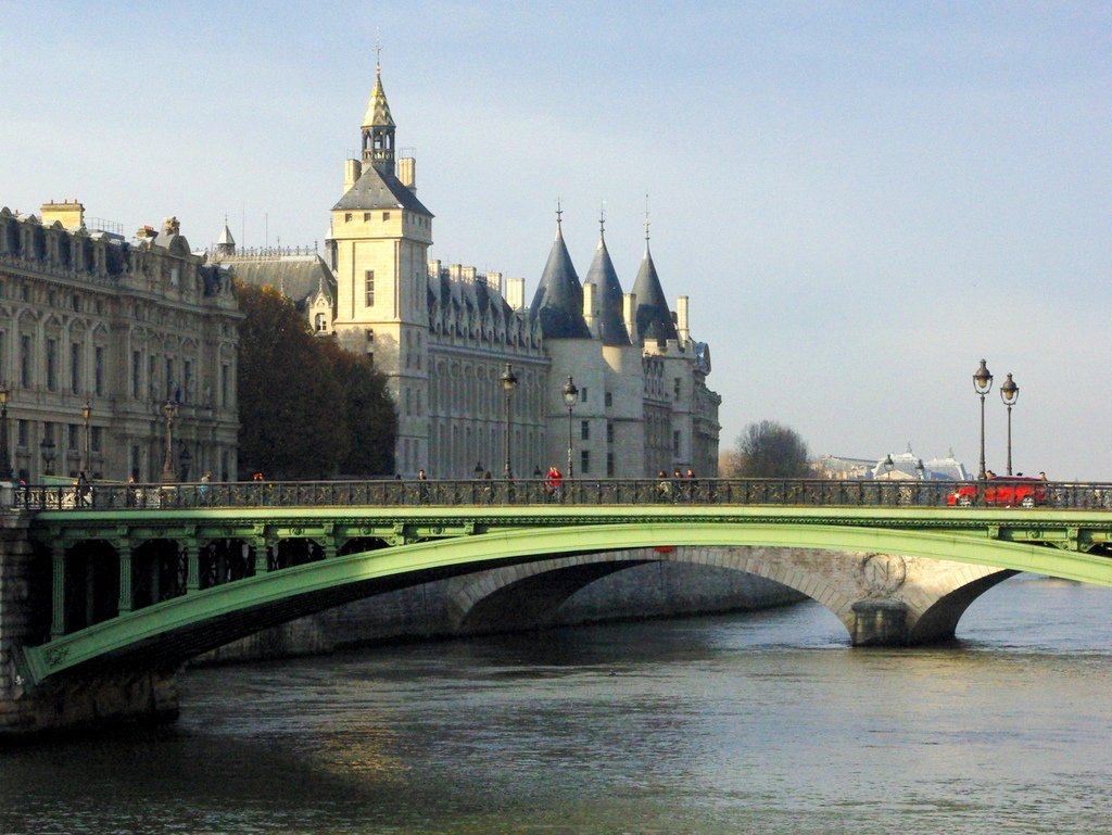 The Conciergerie by the River Seine © French Moments