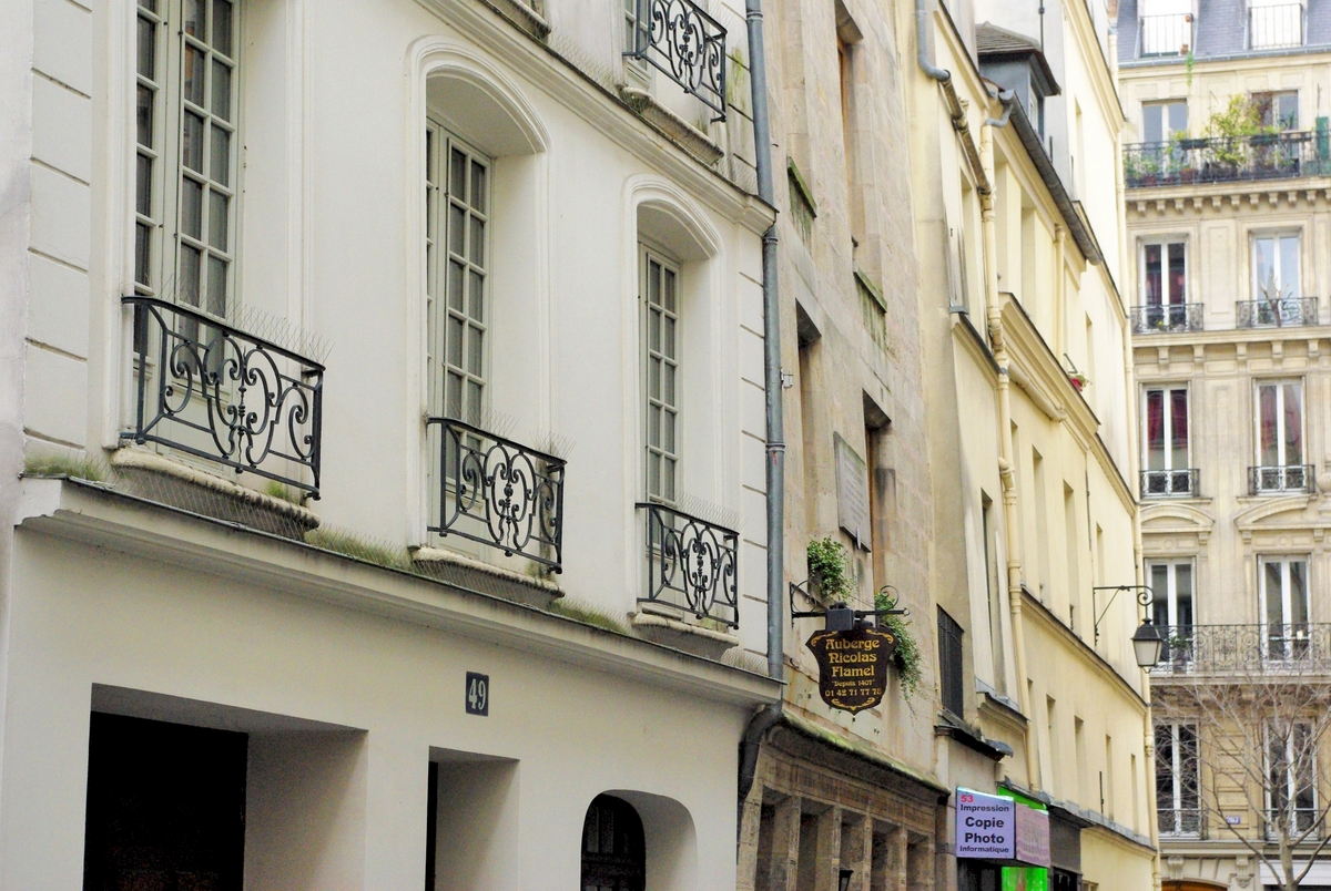 Rue de Montmorency, Paris © French Moments