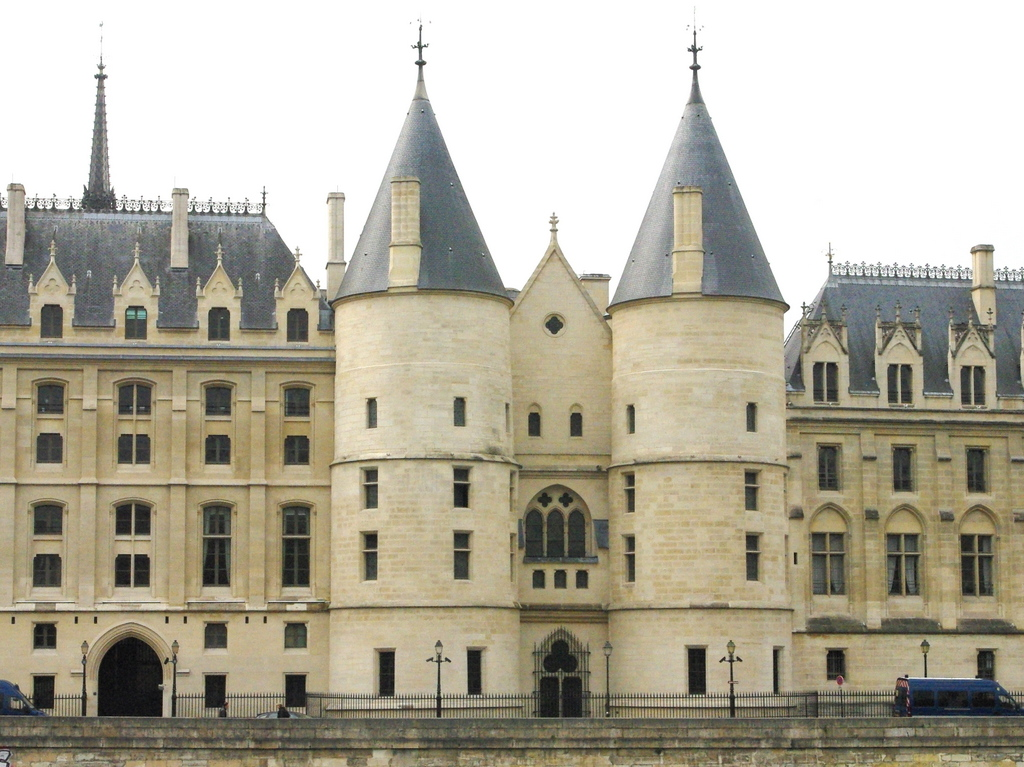 The twin Towers of the Conciergerie © French Moments