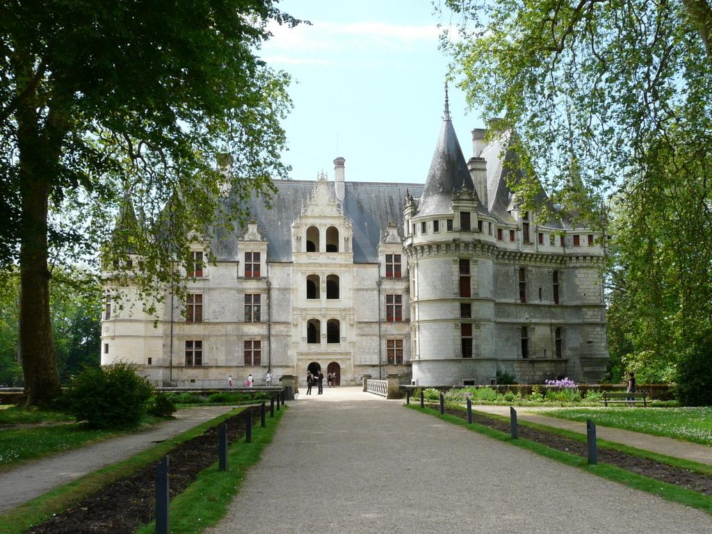 Azay-le-Rideau © Sébastien HOSY - licence [CC BY-SA 3.0] from Wikimedia Commons