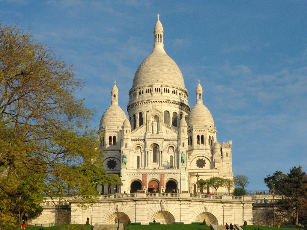 Sacré-Coeur from Place Saint-Pierre © French Moments