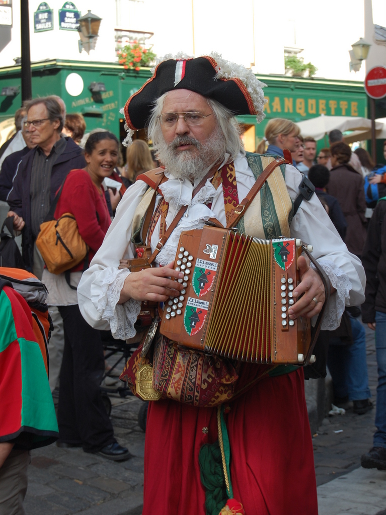 Accordionist in Montmartre © Titou net - licence [CC BY-SA 2.0] from Wikimedia Commons