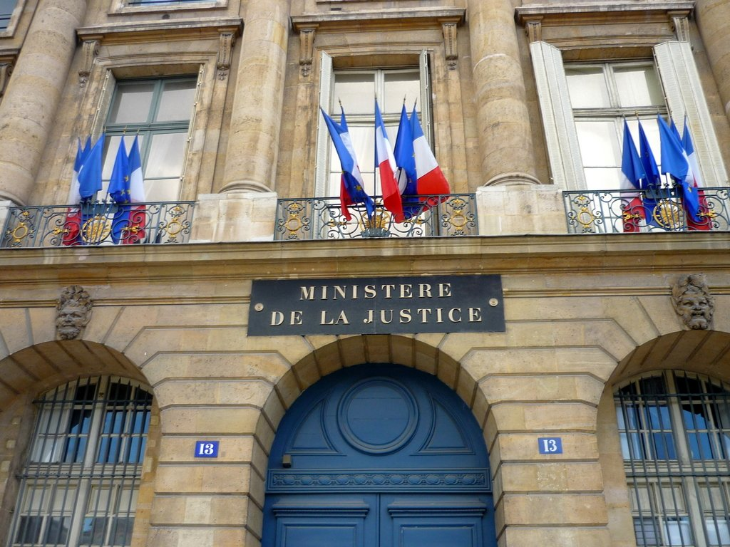 French flag on Ministry of Justice © French Moments
