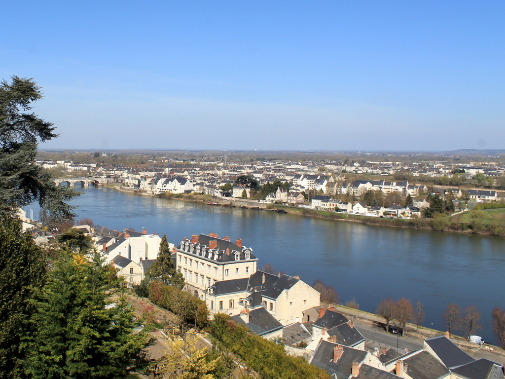 River Loire at Saumur © Kev22 - licence [CC BY-SA 3.0] from Wikimedia Commons