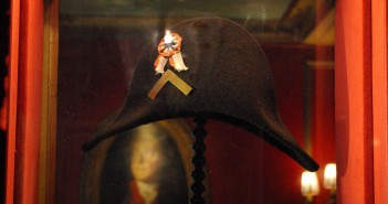 Napoleon's Hat at Le Procope © French Moments