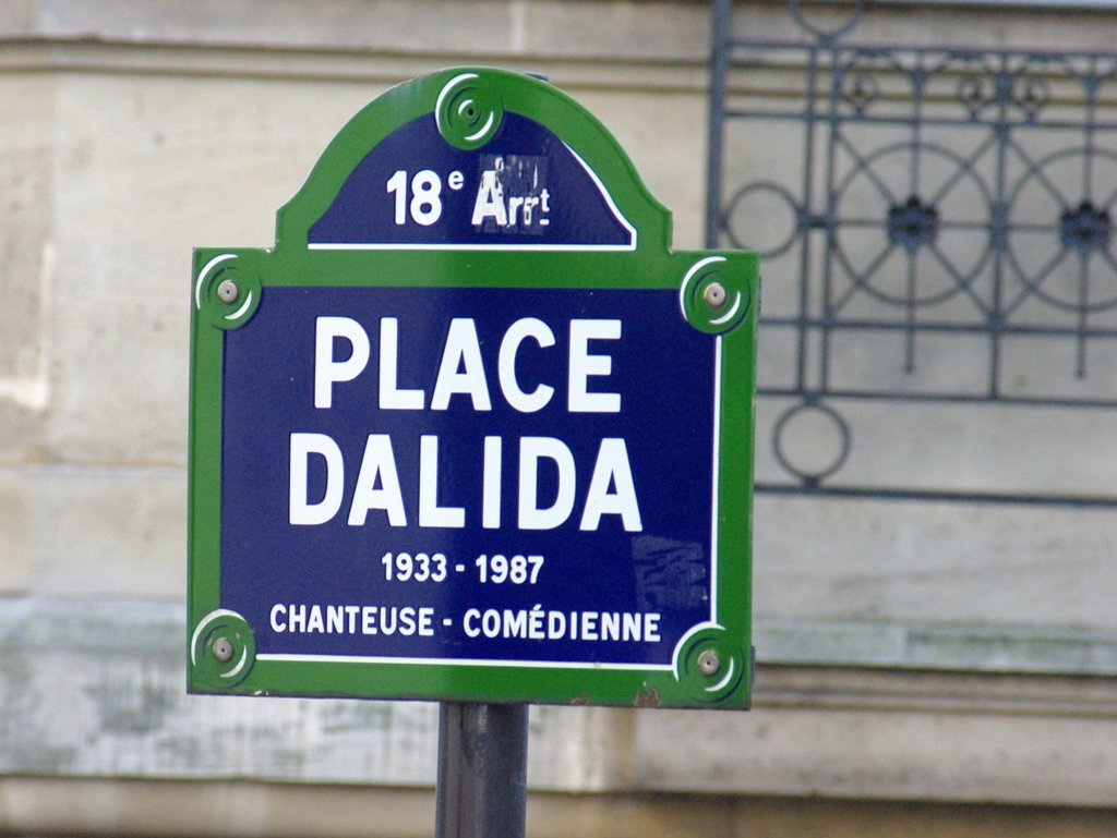 Place Dalida in Montmartre © French Moments