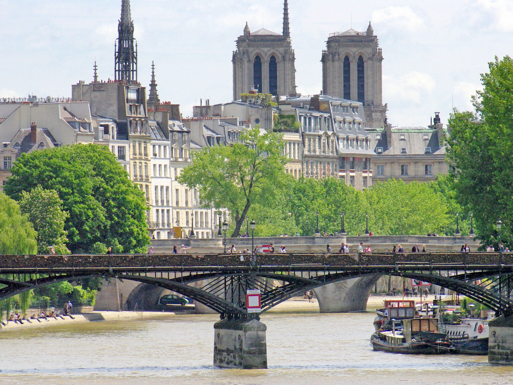 Pont des Arts and Notre-Dame © French Moments