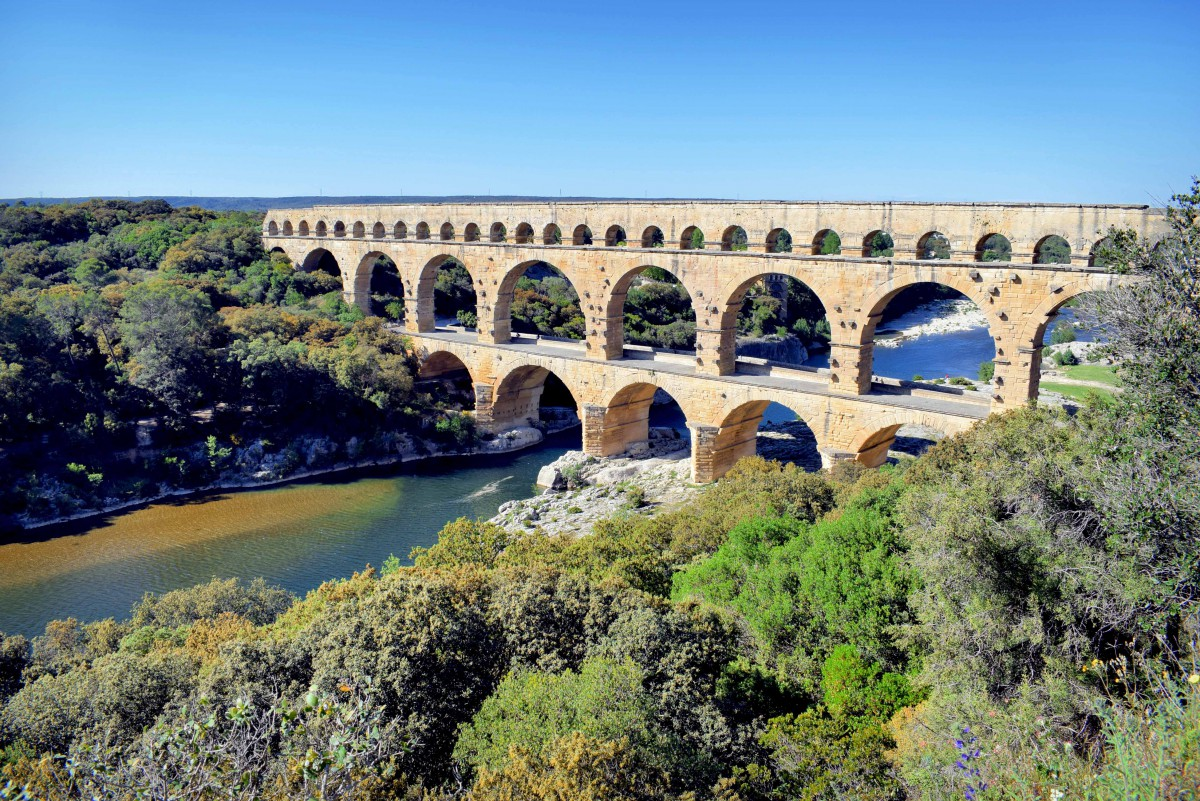 Most famous monuments of France: Pont du Gard © French Moments