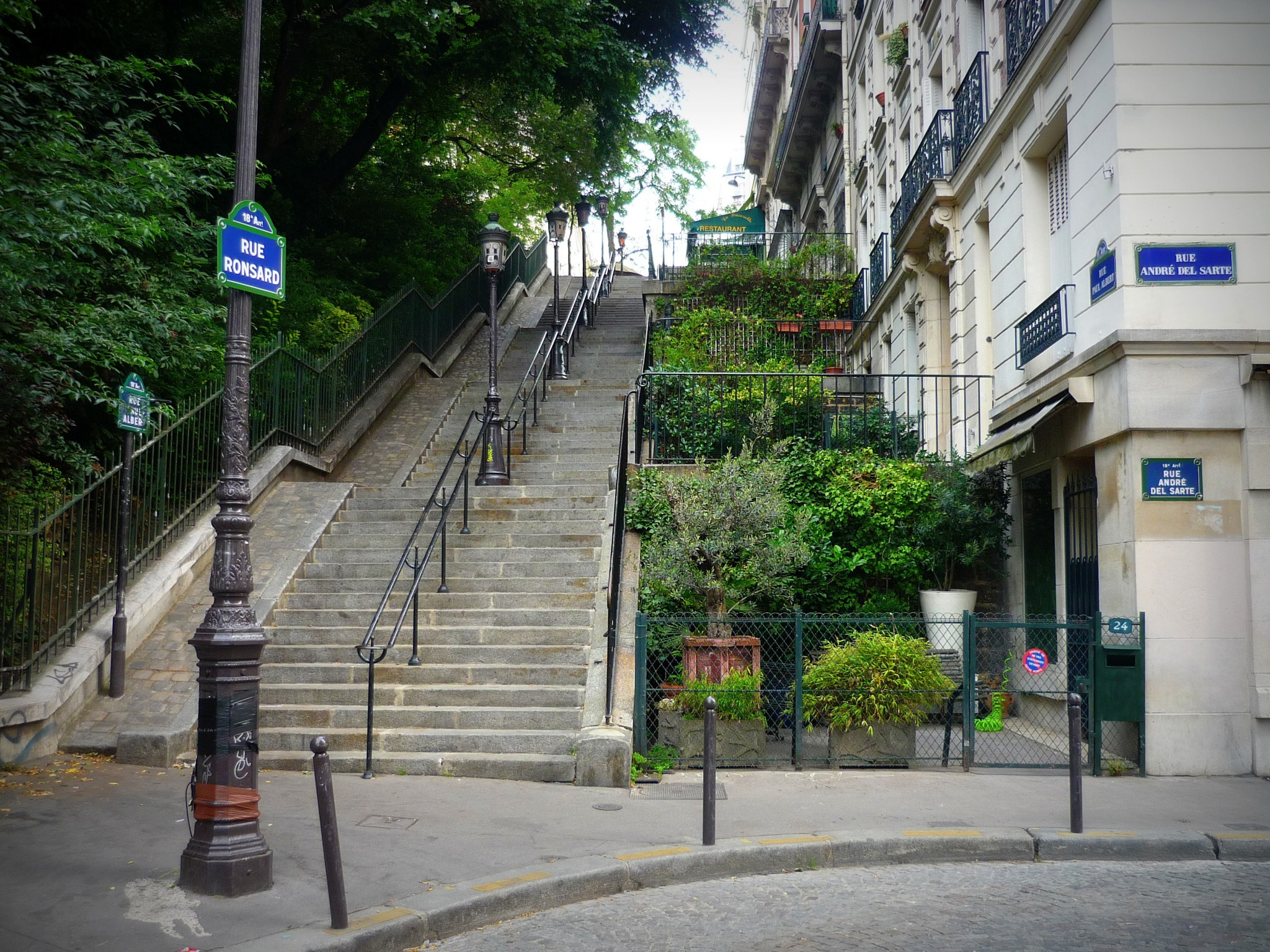 Stairs of rue Ronsard in Montmartre © French Moments