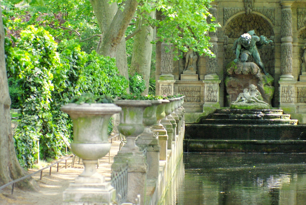 Romantic places in Paris: Luxembourg Garden in Spring © French Moments