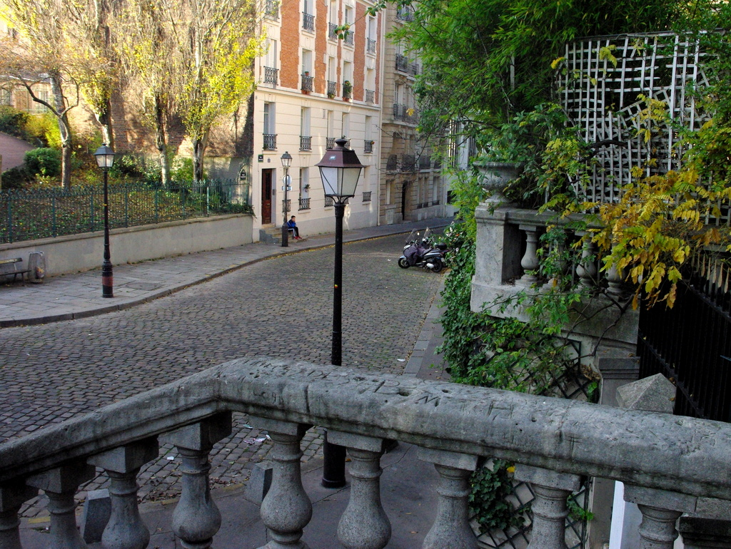 Place Casadesus in Montmartre © French Moments