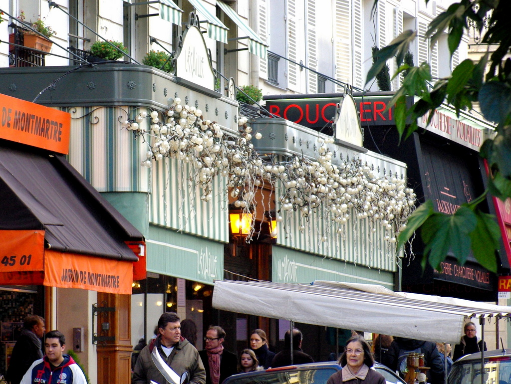 Rue des Abbesses © French Moments