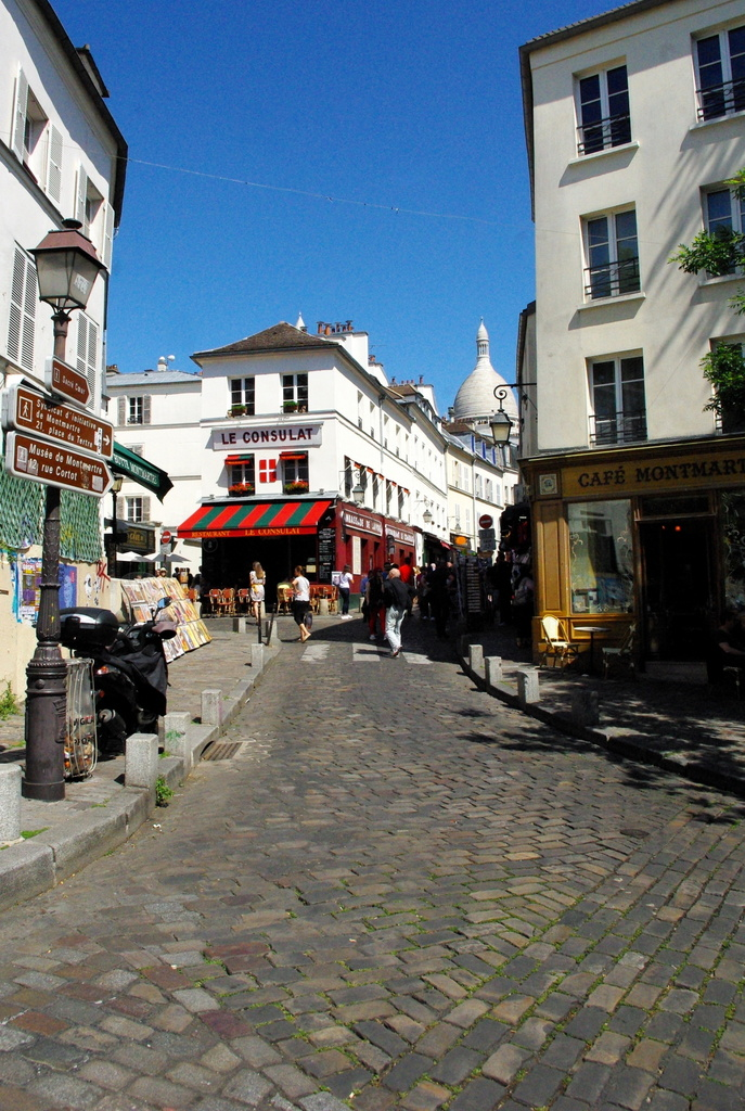 Facts about Paris - Village of Montmartre © French Moments