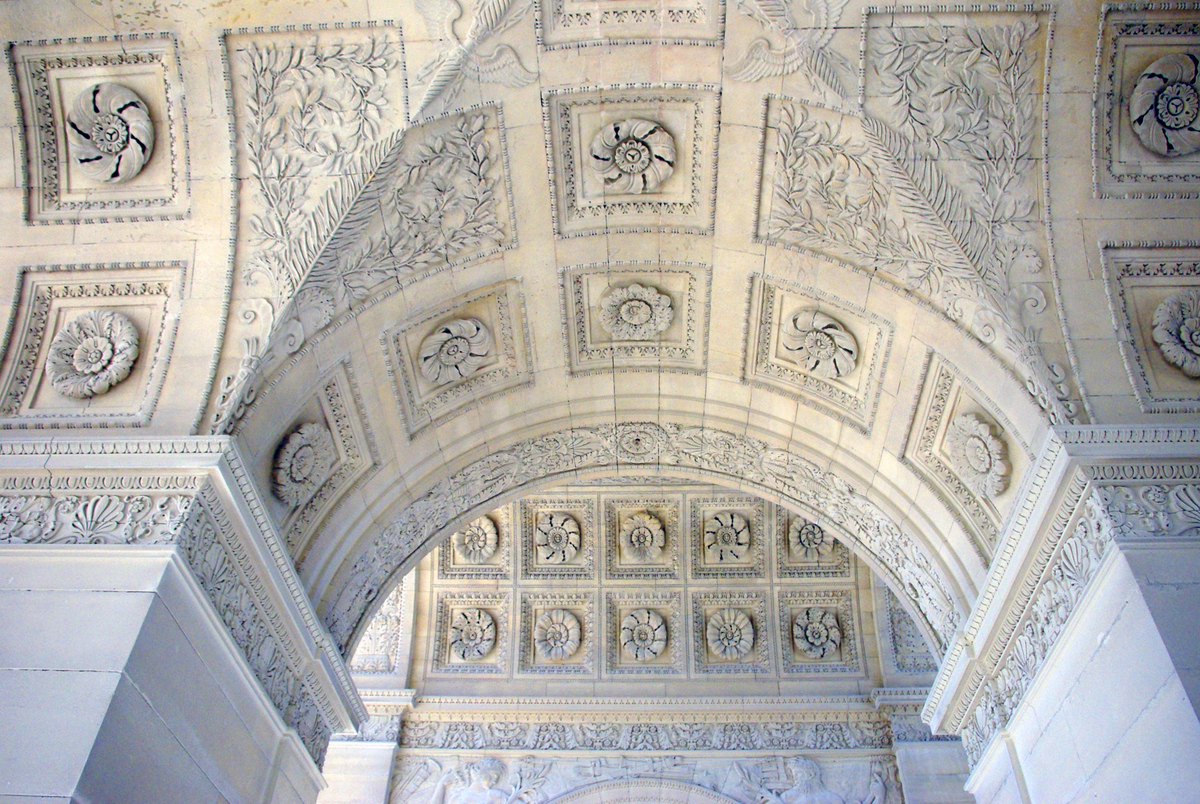 Central Bas-Reliefs under the Arc du Carrousel © French Moments